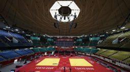 Judoca argelino é suspenso e mandado para casa após abandonar Jogos para evitar luta com israelense