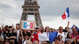 Manifestantes contra medidas para conter Covid entram em conflito com a polícia em Paris