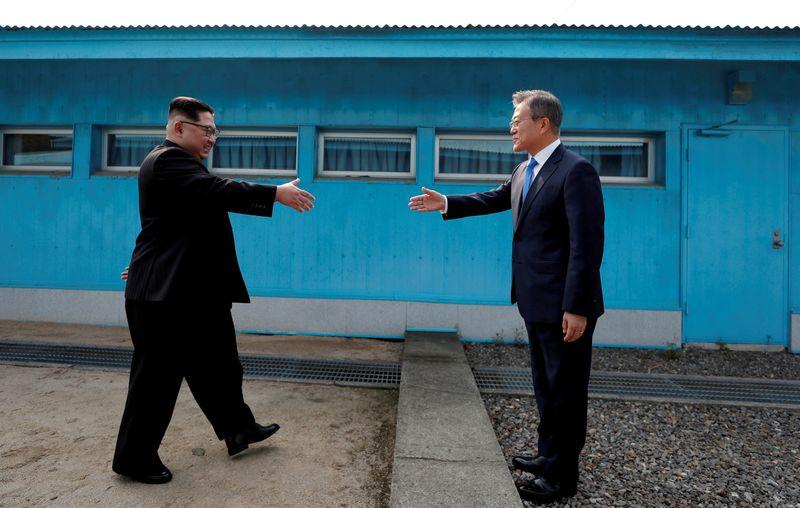Coreias do Sul e do Norte reabrem linhas diretas de comunicação