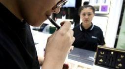 Jovens estão sendo atraídos para o vício do tabaco com cigarros eletrônicos, diz OMS