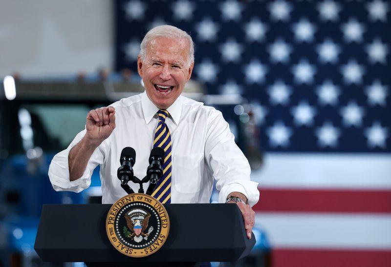 Biden pede que Congresso estenda moratória a despejos que expira esta semana