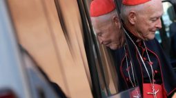 Ex-Cardeal é indiciado por molestar adolescente em 1974