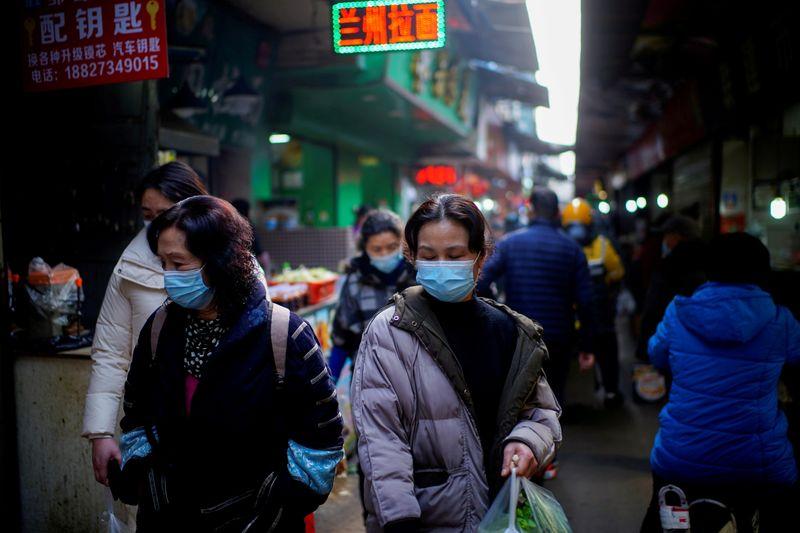 Cidade chinesa de Wuhan vai testar população de 12 milhões em meio a disseminação da variante Delta