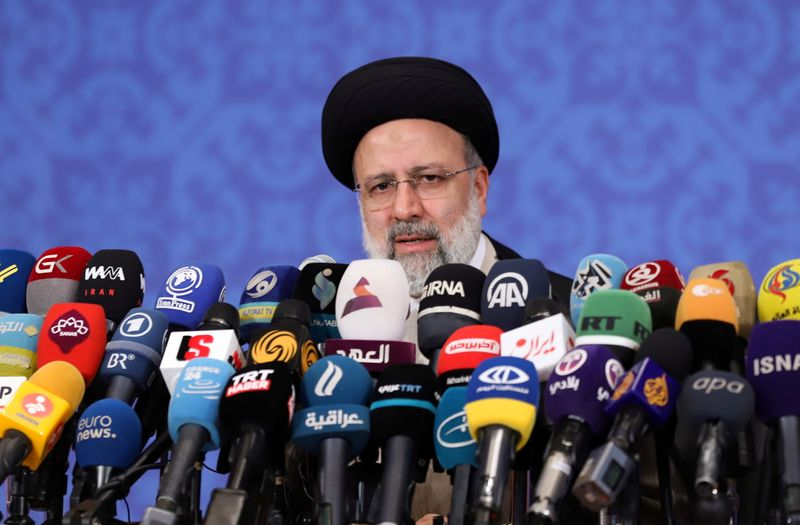 """Novo presidente diz que Irã buscará fim de sanções """"tirânicas"""" dos EUA"""