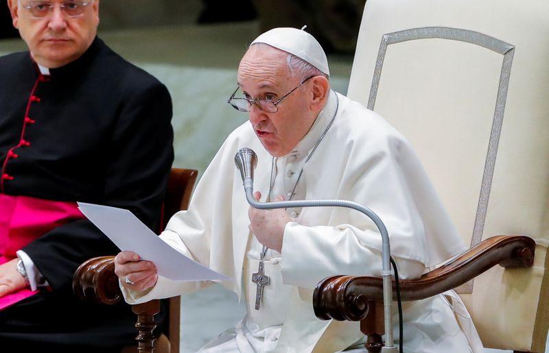 Papa promete visita ao Líbano em aniversário de explosão em Beirute