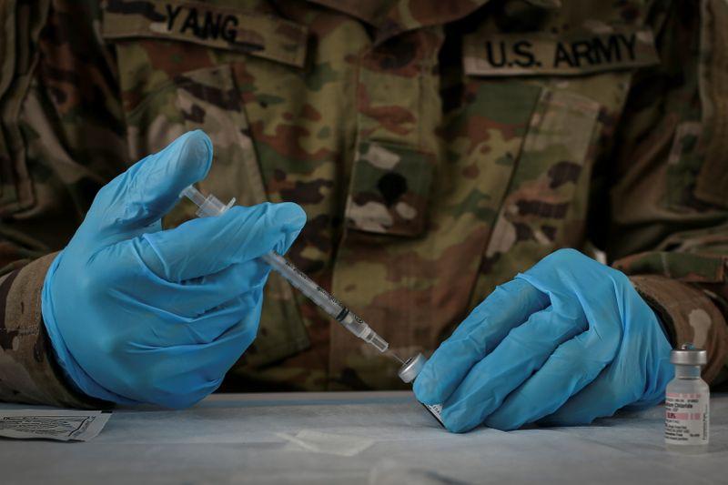 Exército dos EUA diz que soldados que recusarem vacina contra Covid-19 podem ser dispensados