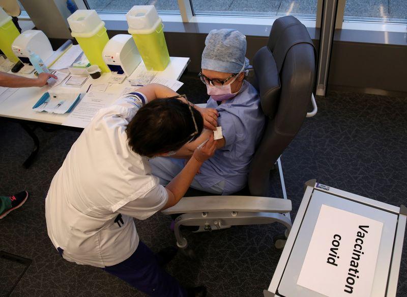 EXCLUSIVO-UE decidirá uso de vacina de reforço da Pfizer no começo de outubro, diz fonte