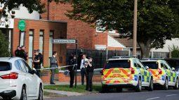 Parlamentar britânico é morto a facadas ao encontrar eleitores em igreja