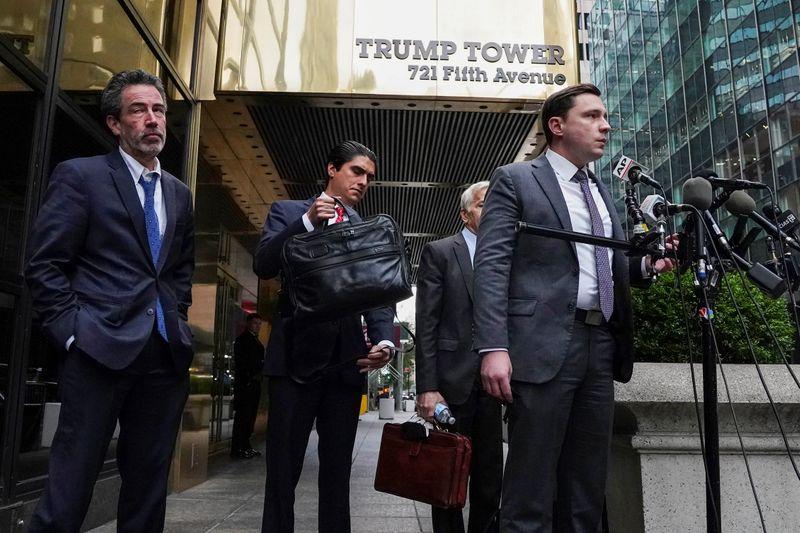 Trump é interrogado sob juramento em processo por suposta agressão de seguranças na Trump Tower