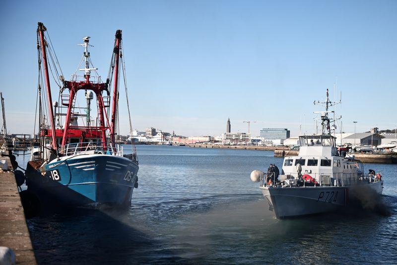 França aprofunda crise pós-Brexit ao apreender pesqueiro britânico