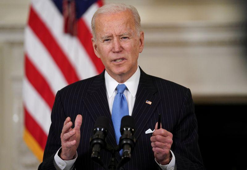 Biden determina que Estados norte-americanos priorizem vacinação de professores