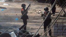 Protestos e repressão crescem em Mianmar; EUA bloqueiam US$1 bi