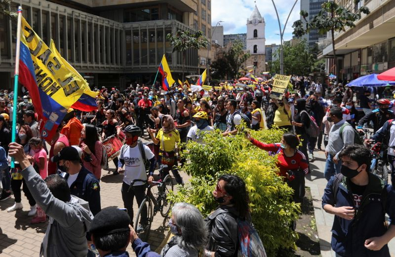 Manifestantes prometem continuar protestos já na 4ª semana na Colômbia