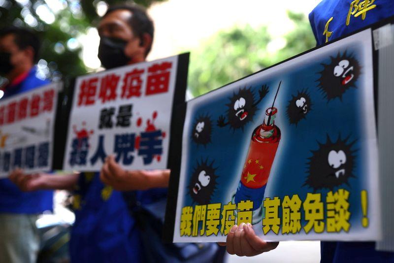 """Taiwan vê """"guerra política"""" em disputa com China sobre vacinas"""