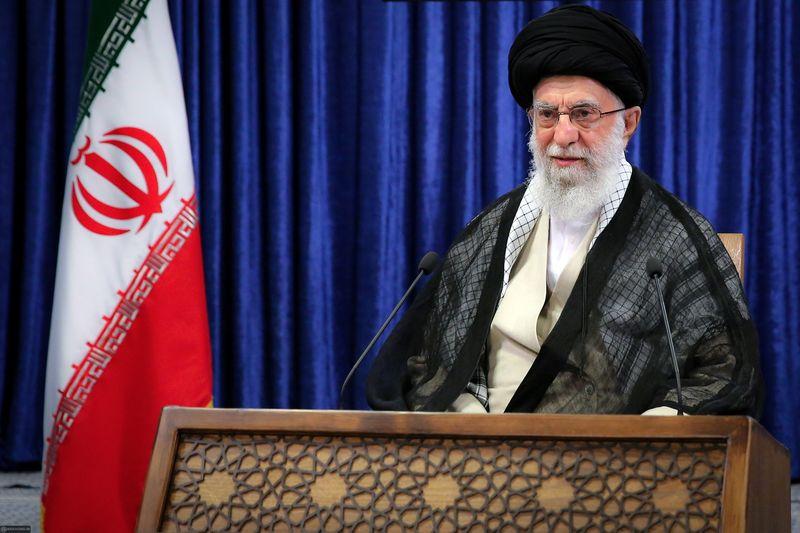 Aiatolá do Irã apoia disputa de candidatos linha-dura em eleição presidencial