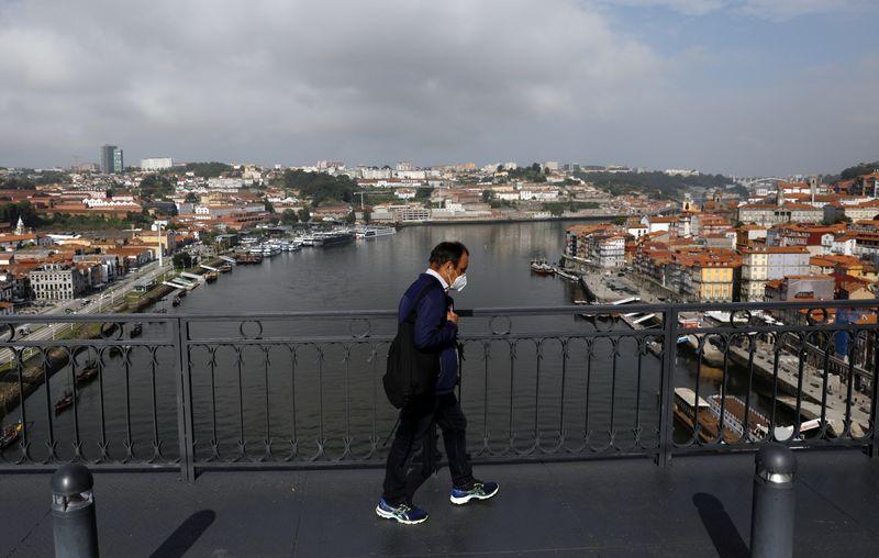 Moradores do Porto criticam relaxamento de regras contra Covid-19 para final da Liga dos Campeões