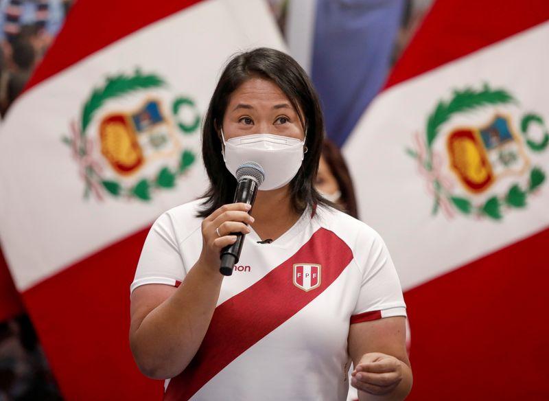 Castillo e Fujimori empatam em pesquisa a uma semana de eleição no Peru