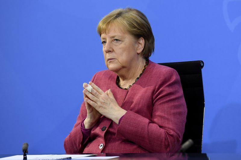 Alemanha pede esclarecimento de reportagem sobre espionagem dos EUA a Merkel