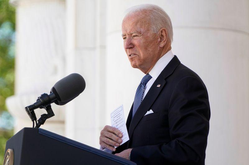 """Em discurso no Dia do Memorial, Biden defende democracia """"imperfeita"""" dos EUA"""