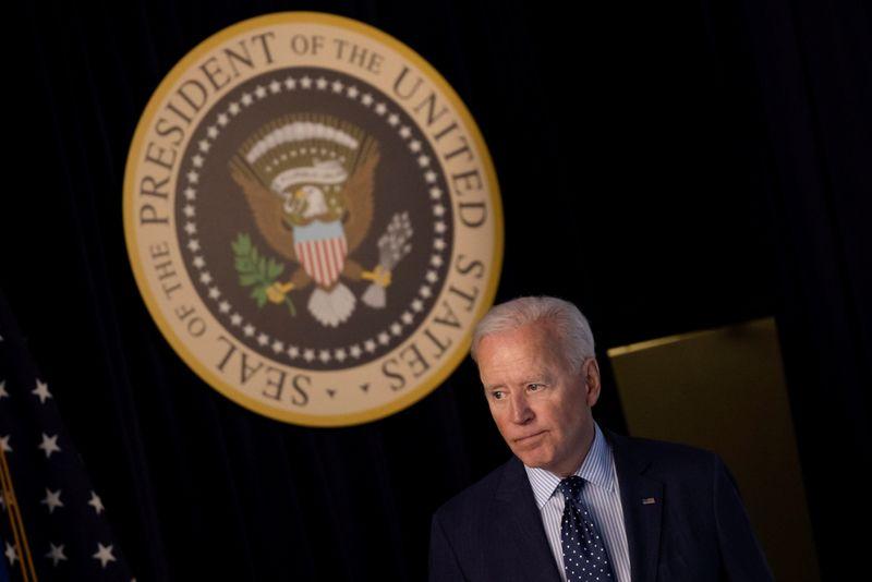 Governo Biden segue Trump e defenderá exclusão de portorriquenhos de benefício