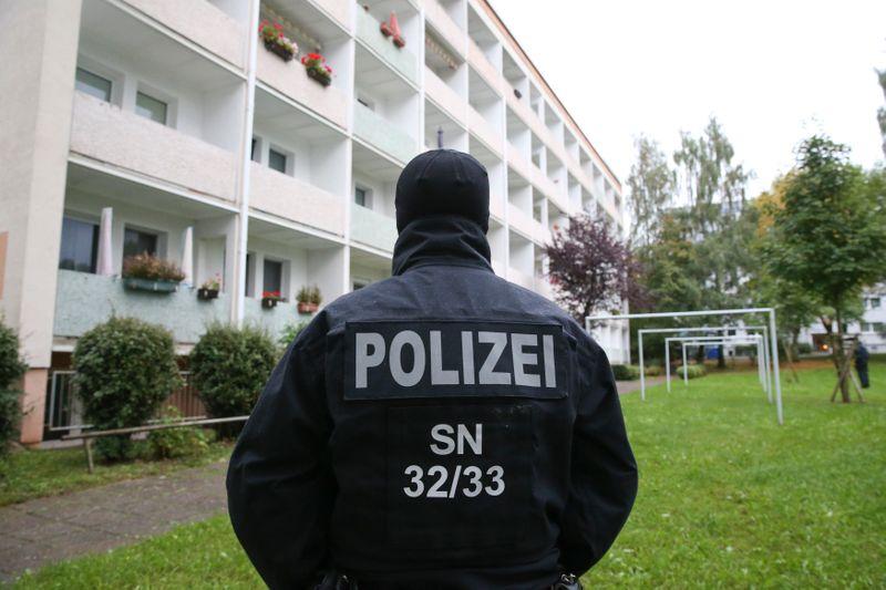 Alemanha dispensa policiais de unidade de comando devido a conteúdo nazista