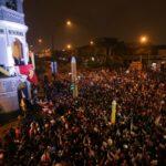 """Castillo diz a apoiadores para ficarem """"alertas"""" em meio a tensão no Peru"""