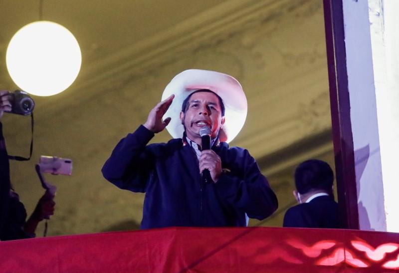 Socialista Castillo se aproxima da vitória no Peru