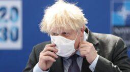 Premiê britânico deve anunciar adiamento de fim das restrições da Covid