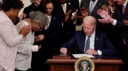 Biden sanciona criação de feriado para marcar o fim da escravidão nos EUA
