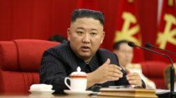 """Kim Jong Un diz que Coreia do Norte deve se preparar para """"diálogo e confronto"""" com EUA"""