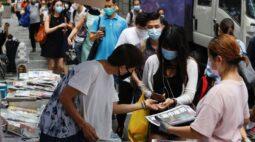 Fim de jornal pró-democracia causa comoção em Hong Kong