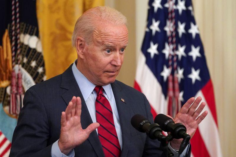 """Biden chama fim de tabloide de Hong Kong de """"dia triste para a liberdade de imprensa"""""""