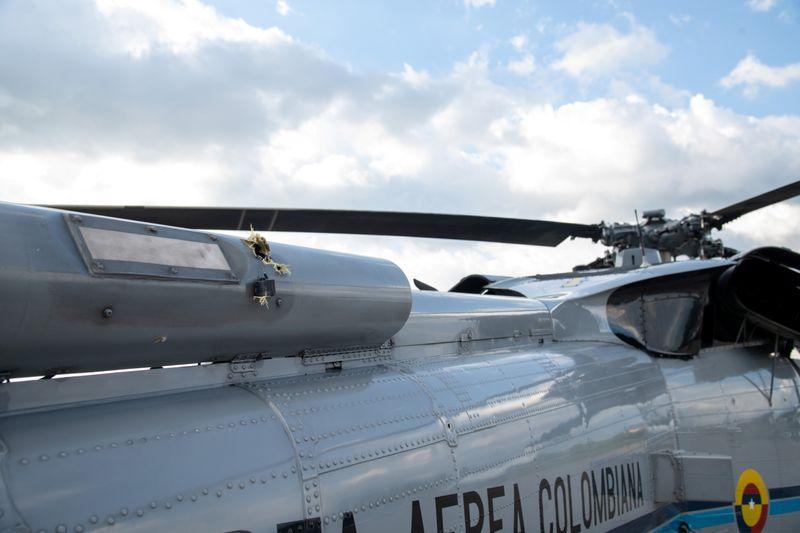Helicóptero transportando presidente da Colômbia sofre ataque com balas