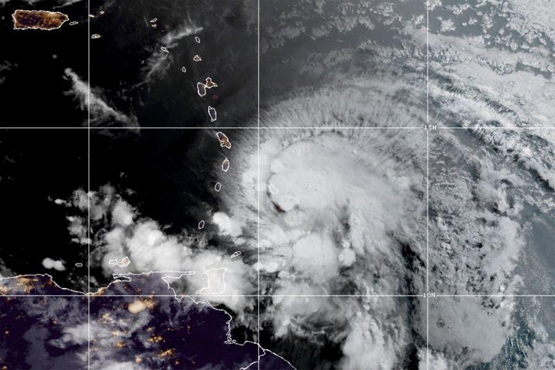 Furacão Elsa corta energia e danifica casas em Barbados