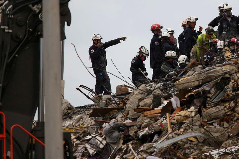 Filha de bombeiro está entre mortos em desabamento de prédio na Flórida