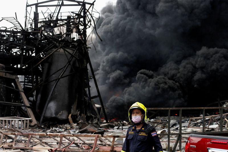 Explosão em fábrica causa incêndio e retirada em massa nos arredores de Bangcoc