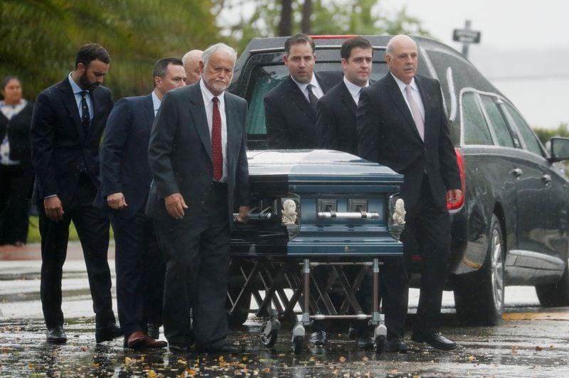 Funeral de família é o primeiro entre as vítimas de desabamento em Miami