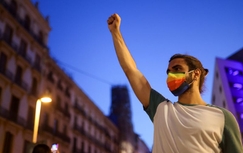 Assassinato de gay nascido no Brasil provoca medo em comunidade LGBT+ da Espanha