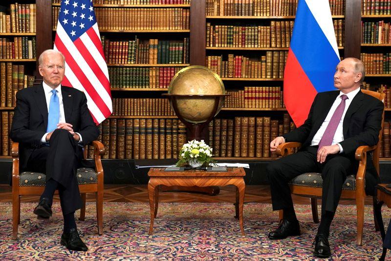 Biden pressiona Putin a agir em ataques cibernéticos e sugere retaliação